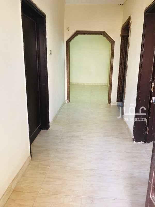 1635049 شقه ارضيه مع مدخل سياره العمارة قديمه ومرممه