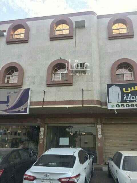 1717687 مساحه المحل 4..× 8  يقع المحل في مخطط 12 على شارع إبراهيم خزامي  سعر الإيجار السنه عشرين لف رقم المالك 0553559945