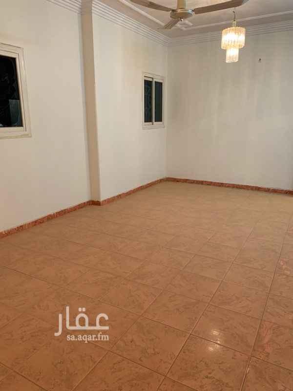 1531978 الشقة واسعه وغرفها كبار ونظيفة وفي منطقة قريبه من الخدمات الرجاء التواصل عن طريق الواتس اب منعا للازعاج