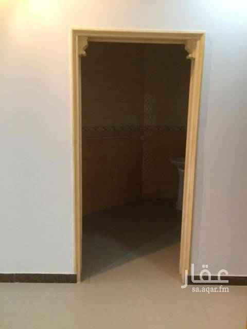 1509425 دور علوي شبه جديد للايجار مدخل مشترك  7غرف 3دورات مياه مطبخ راكب غرفة خادمة الدور واسع ونظيف مكيفات 7 راكبة السعر 40 الف الحي هادي وراقي مؤسسة الشكر العقارية 0558885755