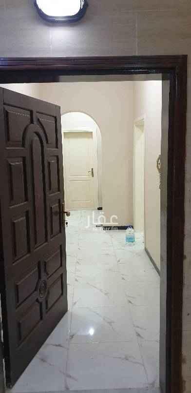 1549431 شقة للأيجار   خمس غرف و أربع دورات مياه وصالة كبيرة ومطبخ و غرفة شغالة  الدور الأرضي ، المطلوب ٢٤ الف على دفعتين