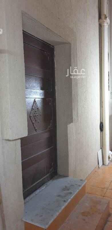 1640511 شقة مكونة من غرفتين نوم ، حمامين وصالة ومطبخ راكب .  مدخل جانبي ، عداد الكهرباء مشترك مع شقة ، الإيجار ١٢ الف شهري