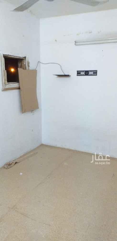 1812203 ملحق للأيجار غرفتين  صالة ١ حمام مطبخ سطح خاص  عداد الكهرباء خاص السعر يمكن التفاوض فيها