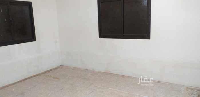 1812212 الايجار شقه أرضية ٣ غرف صالة ٢ حمام مطبخ راكب حوش خارجي خاص عداد الكهرباء خاص
