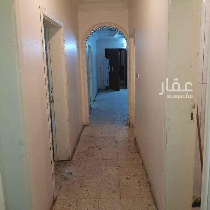 1744233 شقة مدخلين  اربع غرف وصالة ودورتين مياه بالاضافة الى غرفة غسيل