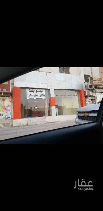 1305879 محل عبارة عن فتحتين على شارع. الرياض بعد دوار مقبرة المزروعية