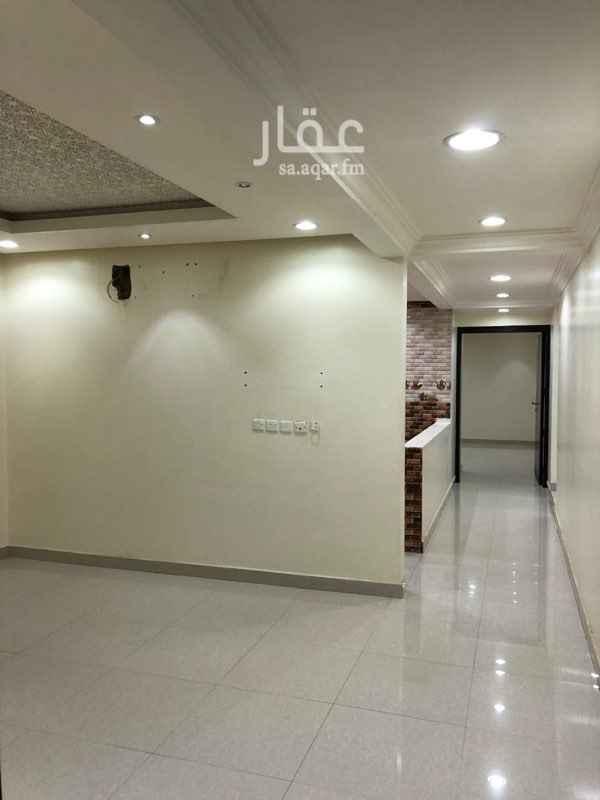 1349717 الموقع : مقابل جامع محمد الحربي بحي اشبيلية. كامل الشقة سيراميك. يوجد تمديد للغاز.
