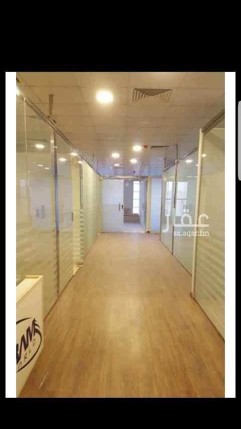 1583323 مكتب على شارع التحلية .. ممتاز جدا ومتوفر به جميع الخدمات واطلاله جميله على الشارع