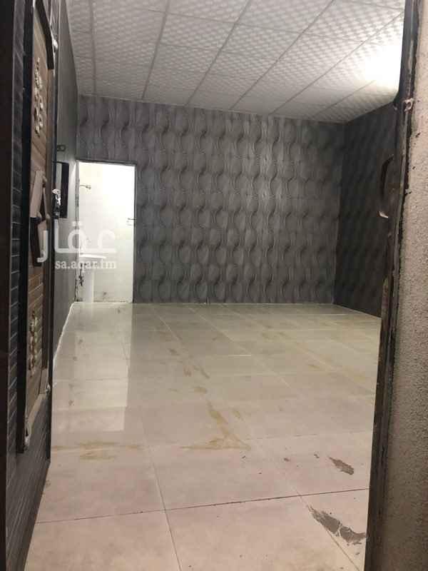 1273054 غرفة عزاب للايجار بحي الاجاويد الالفيه تتكون من دورة مياه صغيره + سيب صغير ينفع مطبخ مساحة الغرفة5ونص في 4  قيمة الايجار 800 شامل الماء والكهرب