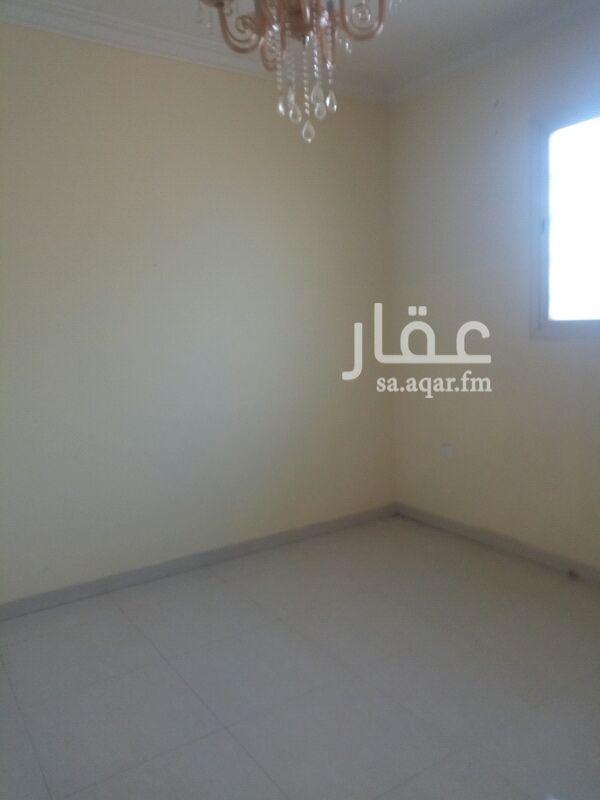 1391493 شقة عوائل ثلاث غرفه و صالة و دورتين مياه ومطبخ المطبخ والمكيفات راكبه حي الربيع شارع الغطغط