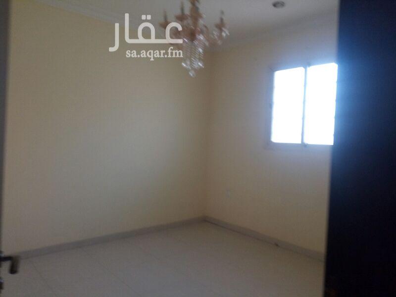 1393457 شقة عوائل ثلاث غرفه و صالة و دورتين مياه ومطبخ المطبخ والمكيفات راكبه حي الربيع شارع الغطفط