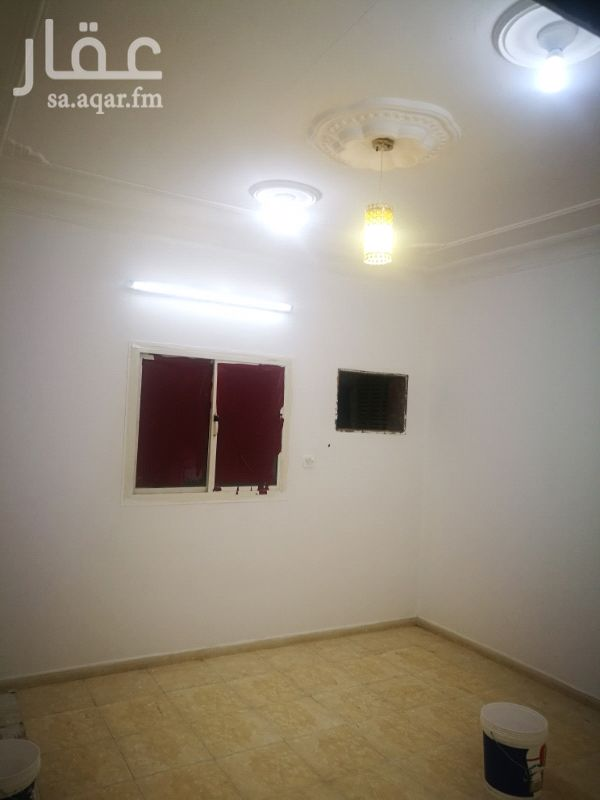 1286441 شقة 4غرف وصالة ودورتين مياه ،،مجددة بوية وكهرباء  الشقة قريب منها خدمات (مسجد بقالة ومدارس ) المطلوب 18000 شهري (1500)
