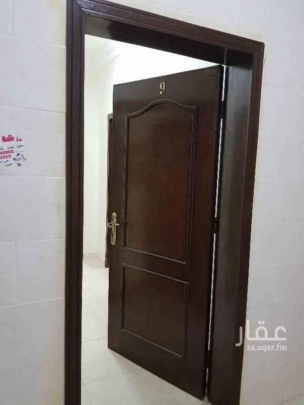 1549455 شقه للايجار في حى الخزامى  غرفتين  دورتين مياه  صاله و مطبخ راكب  الدور الثالث   للتواصل والاستفسار ابو ناصر