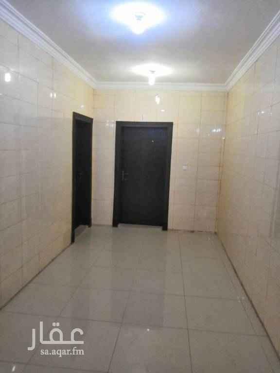 1510556 شقة شبه جديده مكونه من مجلس وصاله وغرفتين نوم ومطبخ ودورتين مياه يوجد صرف صحي وخدمات متاكمله