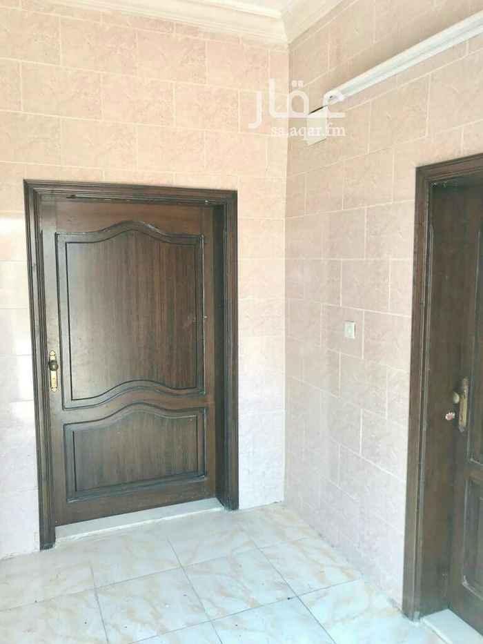 1727526 شقة اربع غرف 3 غرف مساحتها 4×4 ومجلس 6×5 وصالة 5×5 ودورتين مياه ومدخلين (رجال ونساء ) جميع الخدمات متوفرة (مياه وصرف صحي ) وعداد كهرباء مستقل