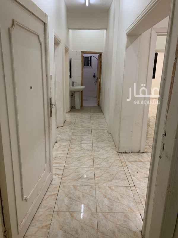 1791978 شقة في سكن مسجد بحي السلمانية  لصيقة المسجد ثلاثة غرف ممتازة وحمامين بحالة ممتازة وصالة ومطبخ (الرجاء مراعاة أن البيت لسكن الجامع) نريد شخص غير مدخن محترم يقدر الجيران