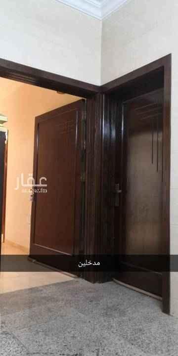 1787840 الشقة في حي القاضي (الحلقة الشرقية) متوفر مواقف متعدده، عداد مستقل، جيران محترمين ، السعر قابل للتفاوض ، جوال 0506722998  ابو طلال