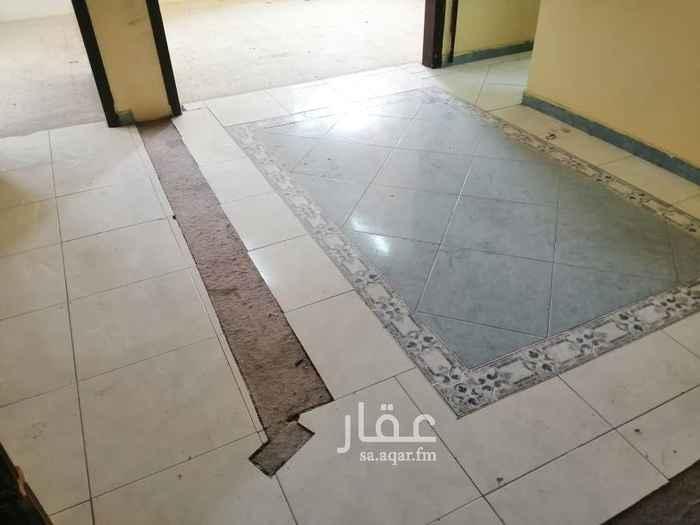 1702826 شقه ٤ غرفه ومطبخ و٢ حمام. الايجار شامل صيانه كامله  وتشطيب وقيمه استهلاك مياه البلديه. خشب مطبخ كامل. مكيفات