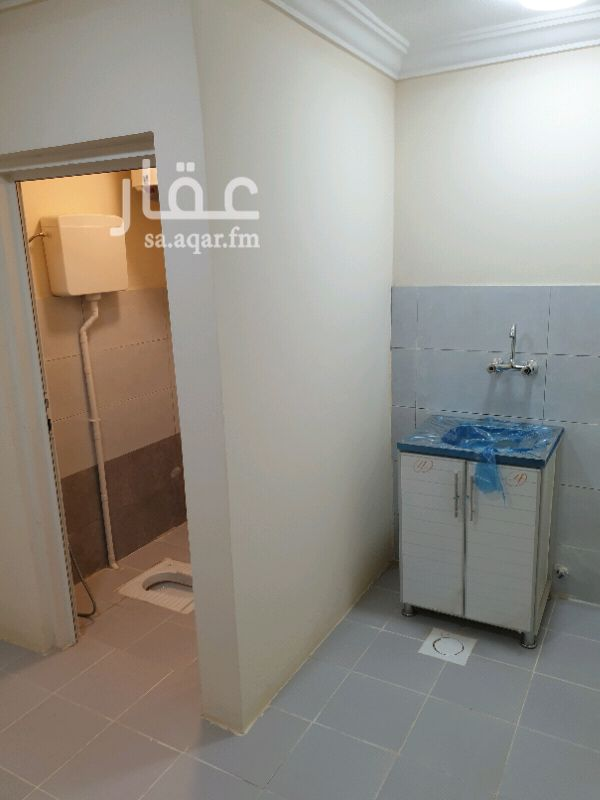 1722362 غرفة  سائق للايجار   في عماره  عوائل  من السيب  غرفة ودوره مياه مجلة مطبخ