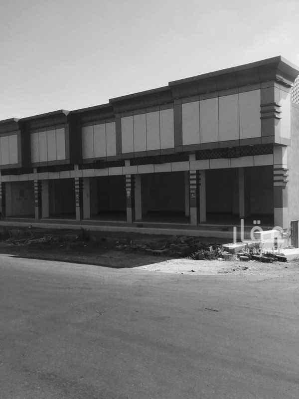 1533003 يوجد محلات تجارية على مدخل حي الموسى من الجهة الشمالية على شارعين ٣٠م شرقي و ١٥م شمالي   المحلات مكونه من ٥ فتحات   كما يوجد بدروم ( مستودع ) ، وغرف عمالة