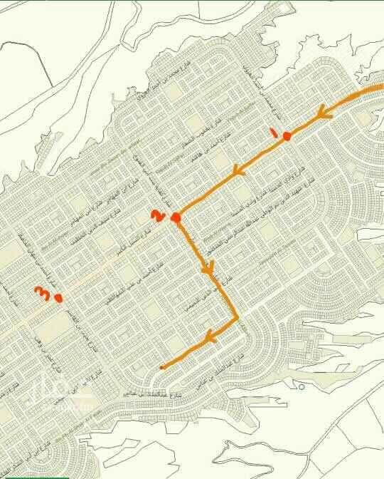 1662576 1. بين التقاطع الثاني و الثالث.  2. مسافة 6 كيلو و 600 متر من الدائري وصولا الى الموقع  3. قريبة من مسجد و حديقة.  4. يوجد مدرسة قريبة