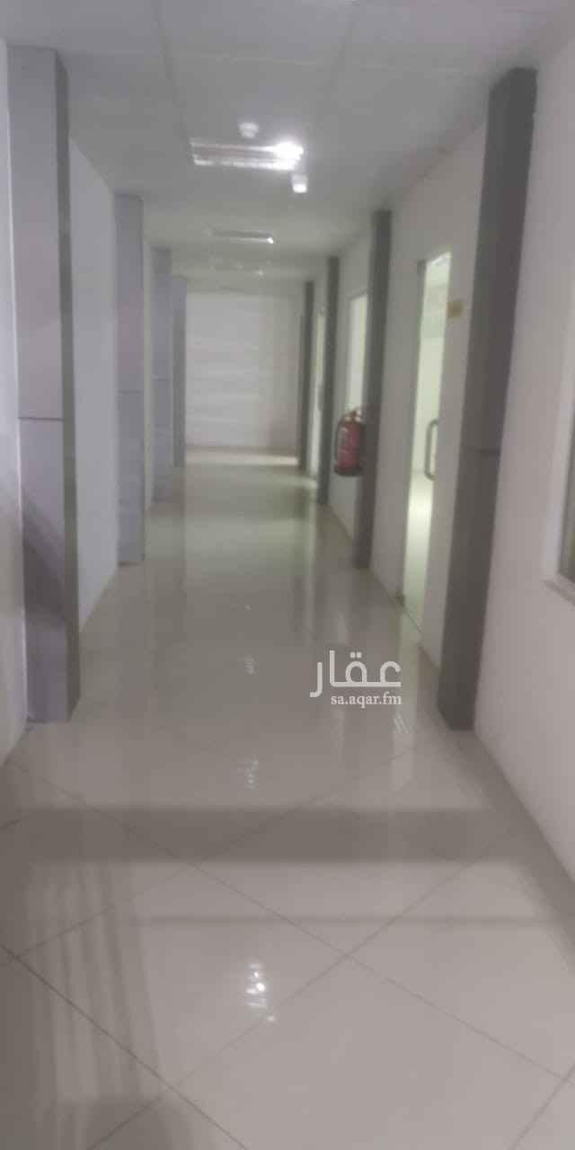 1819818 للبيع مستودع مساحة 1500م بحي النخيل به مبني اداري و غرفة امن و مجهز للإستعمال مباشرة