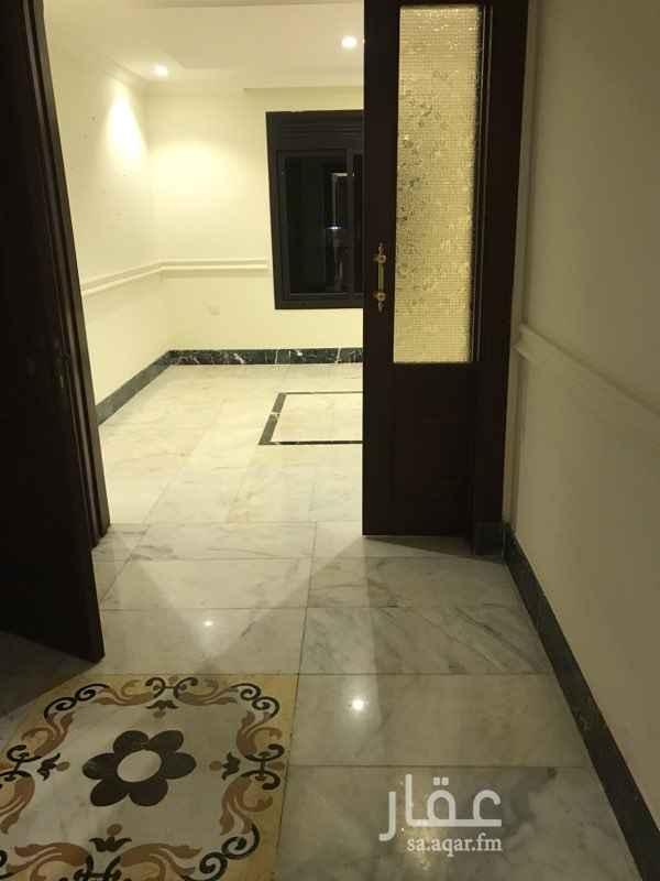 1459735 شقة اربع غرف وصاله وغرفة شغالة وغرفة سواق واربع دورات مياة فاخره ارضيات رخام ومطبخ راكب مع الفرن للتواصل 0569800078