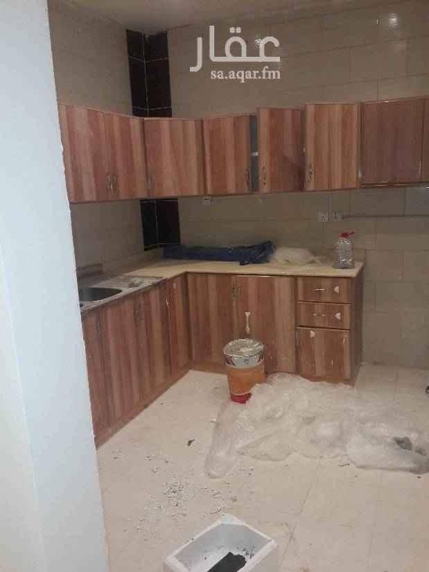 1676617 ٣غرف وصاله ومطبخ وحمامين ومطبخ راكب مكيفات اسبلت نظيفه جدا  ومدخل خاص  جديده ٣٠الف