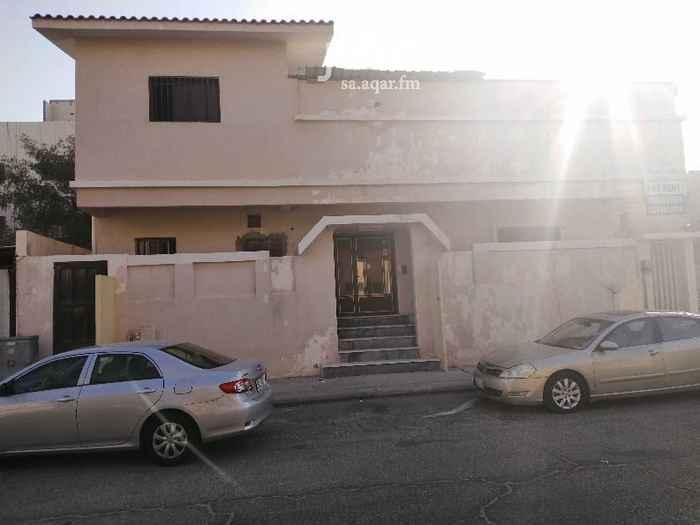 1617929 بيت دورين مكون ١٤ غرفه و٦ حمامات صالتين مطبخ كبير ومطبخ صغير في الدور الثاني يصلح لسكن عمال