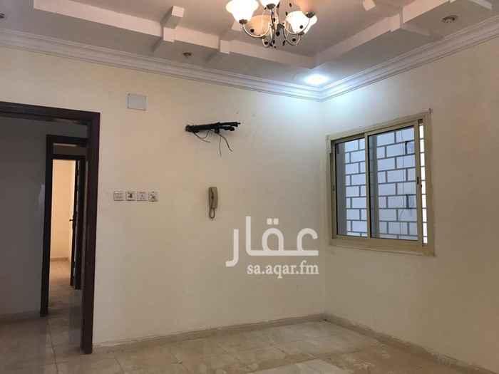 1786384 شقة نضيفة مدخلين ثلاث غرف و اربعة غرف