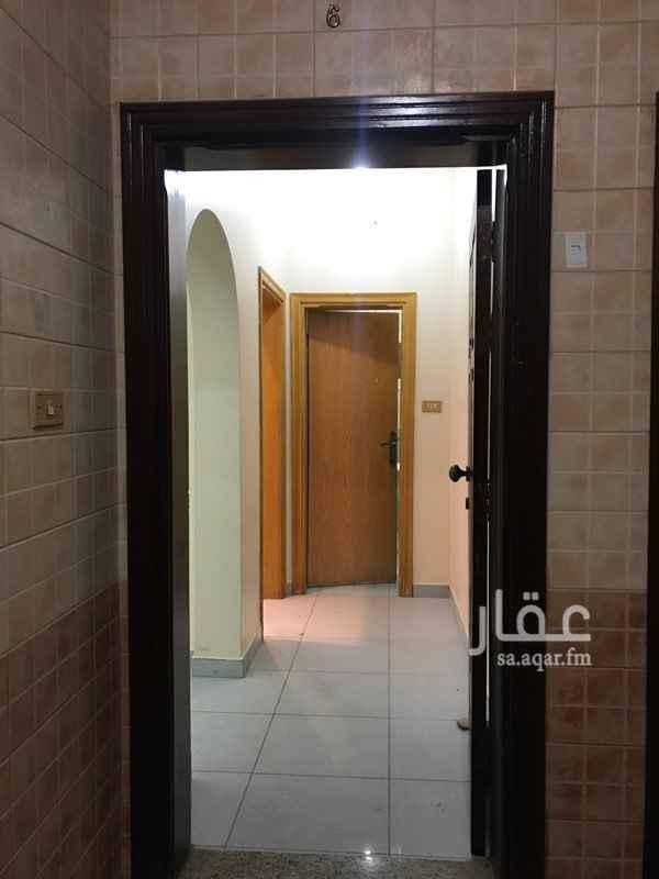 1683979 شقة في الدور الاول رقم 6 مكونه من 3 غرف و 2 دورة مياة و صاله و مخزن ويوجد في العمارة مصعد