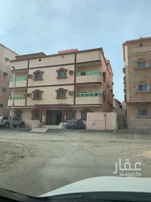 1694119 شقة للإيجار في الدور الاول مكونة من 5 غرف وصالة و3 دورات مياة ومدخلين يوجد مصعد في المبنى