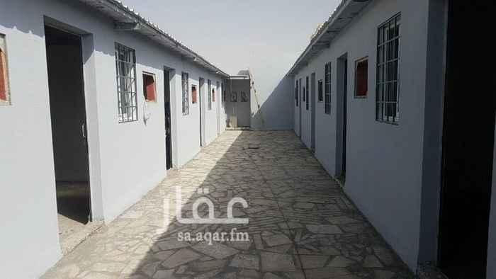 1352363 يوجد غرف عذاب للايجار  بحي القمرا شمال سلمان  الايجار شهري ٦٠٠ يوجد حممات مشتركه بين الغرف وكذالك المطابخ  الموقع صحيح