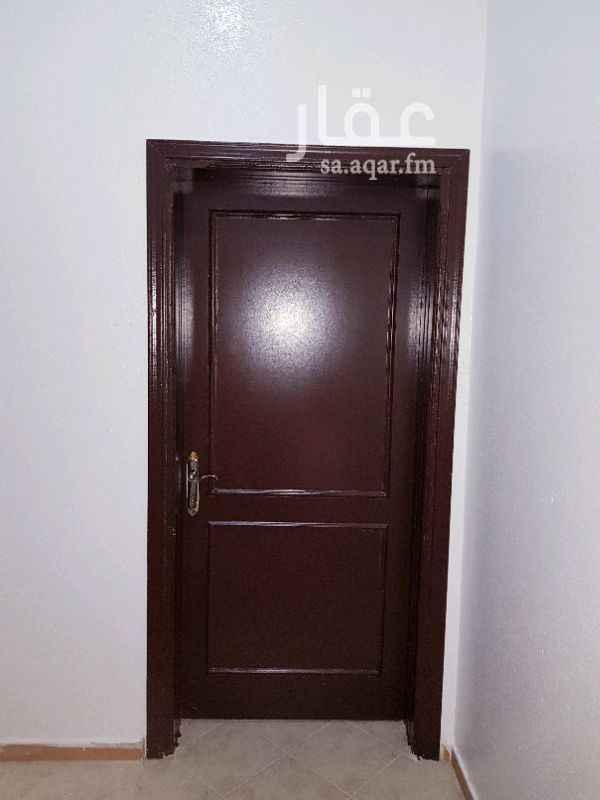 1349833 شقة استديو غرفة وحمام  نظيفة للغاية الايجار الف ريال شامل الكهرباء والموية