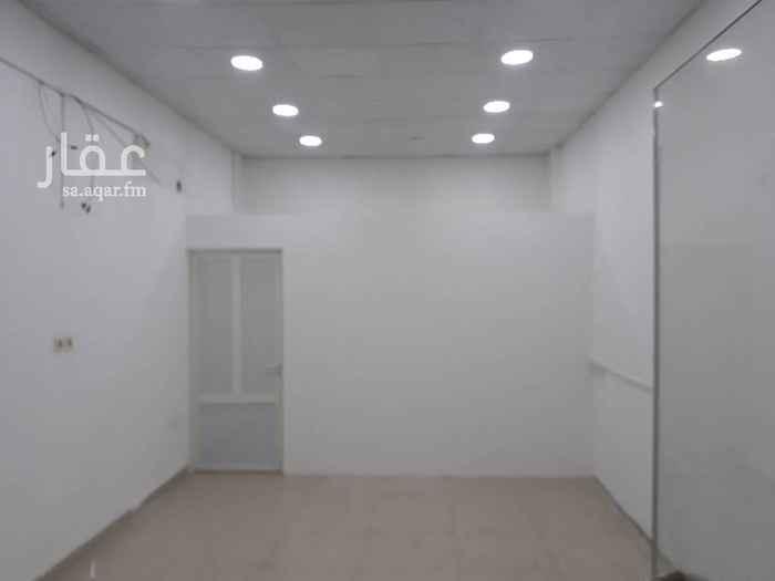 1558191 محل كبير بي ديكور ومغسلة و حمام المساحة ١٠ متر طول العرض ٤