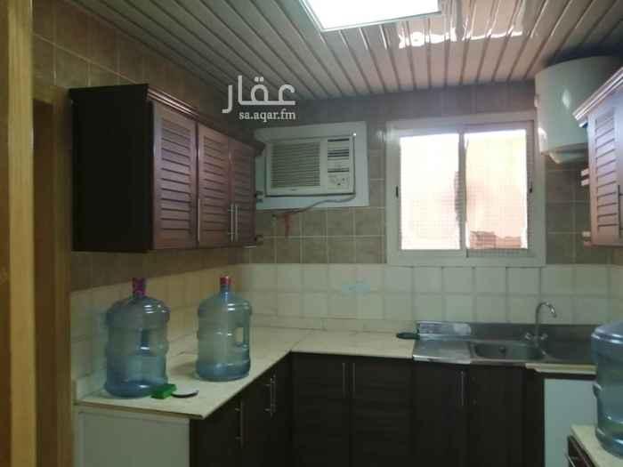 1498256 شقه عوايل دور علوي سطح ٣ غرف ٢دورة مياه مطبخ راكب ٣ مكيفات شباك  حي الياسمين١٦ الرياض