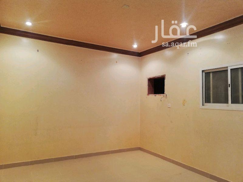 1325525 شقة دور اول مكونه من ثلاث غرف و مطبخ وصالة دورتين مياه مدخلين المجلس مع حمام مدخل خاص