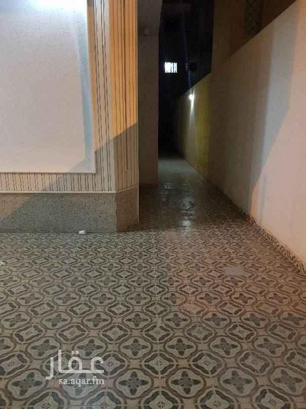 1601988 دور للايجار مساحته 360 حي الغروب طريق مكة خلف أسواق العثيم 4 غرف وصالة  3 دورات مياة  مدخل سيارة  بدون مشب