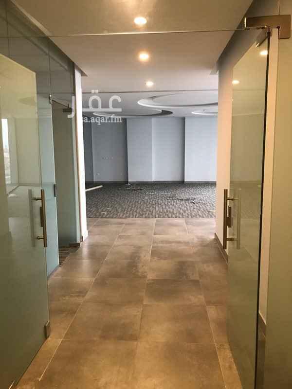 1751142 مكتب مشطب و جاهز للتأجير مساحة ٢٤٥ متر مربع سعر المتر ٦٠٠ ريال