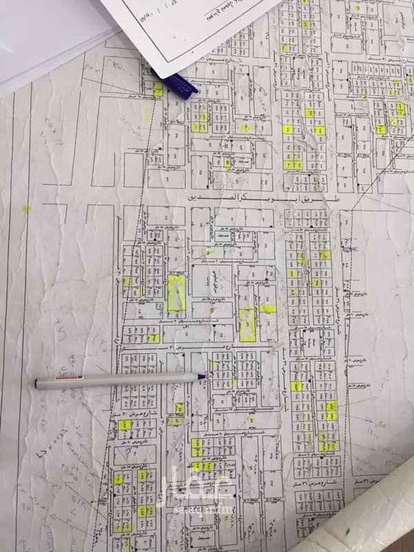 1352098 للبيع ارض في حي الامراء مخطط 2357 جنوبيه شارع 15 م اطوالها 27/31 ويمكن تجزئتها لقطعتين