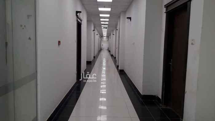 1634746 عدد ٥٤ غرفة وغرفة وصالة وحمام  سعر الفردي ١٨ الف ريال بمجمع يوجد به هايبر ومطاعم للايجار