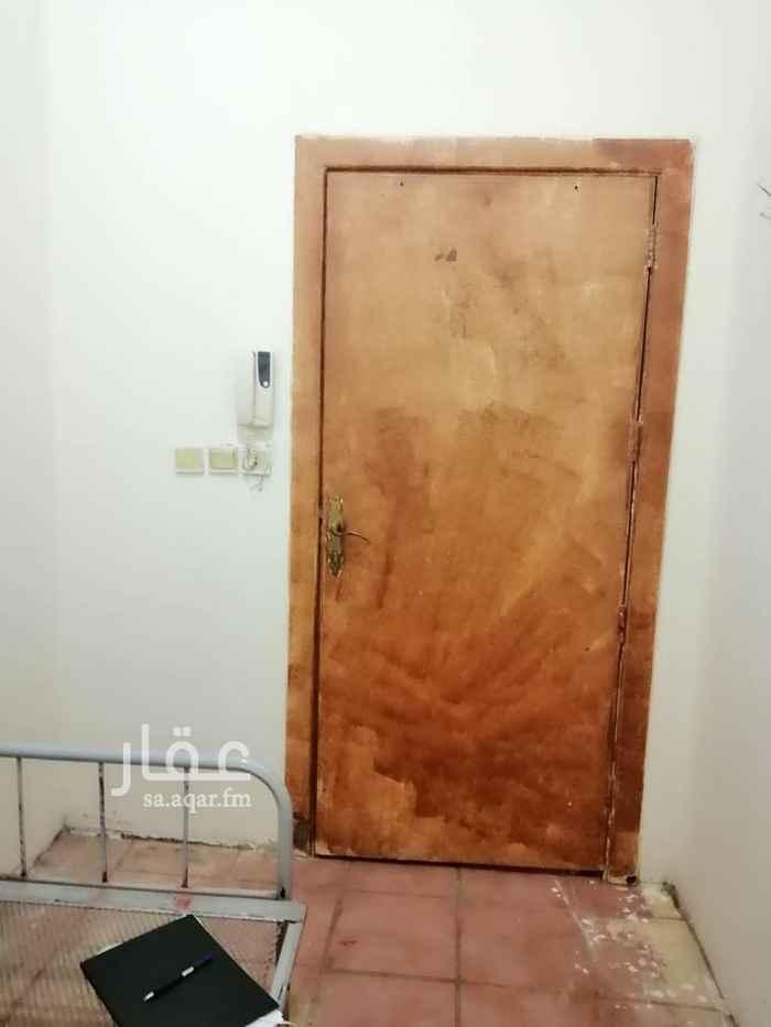 1674011 غرفة سايق حمام خارجي المساحة ٥*٣ يوجد مكيف وسرير في الغرفة  التواصل مكالمات واتساب ٠٥٨١٢٩٠٨٠٦