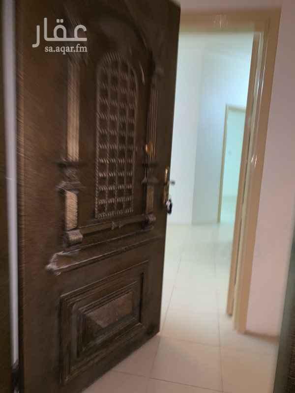 1310371 شقة للايجار ٤ غرف وصاله ودرج داخلي وسطح ارضيات باركيه