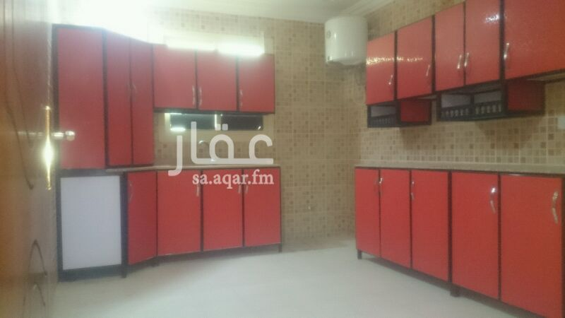 1330801 شقه مع السطح 3 غرف نوم ومجلس راكب مطبخ ومكيفات