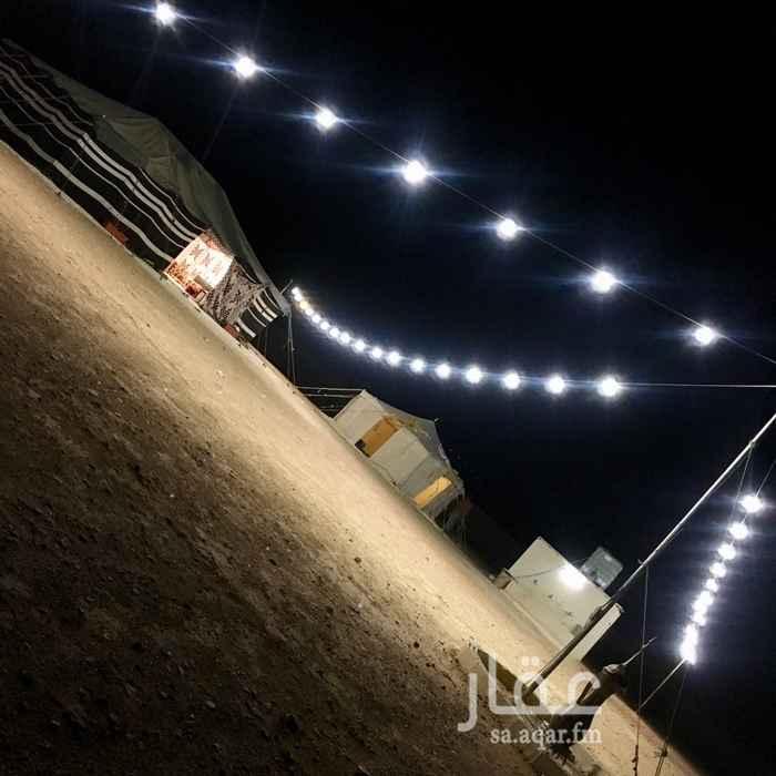 1432947 السلام عليكم  مخيم كبير للإيجار، شمال الرياض على طريق القصيم، يتكون من قسمين :  قسم الرجال : بيت شعر 9*5 . خيمة مقلط 4*4 . دورتين مياه. برميل مندي.    قسم النساء : خيمة مجلس 7*5 . خيمة مقلط 4*4 . مطبخ. دورتين مياه. ألعاب للأطفال.   يتوفر في الموقع تموينات وسوق غنم ومسلخ.