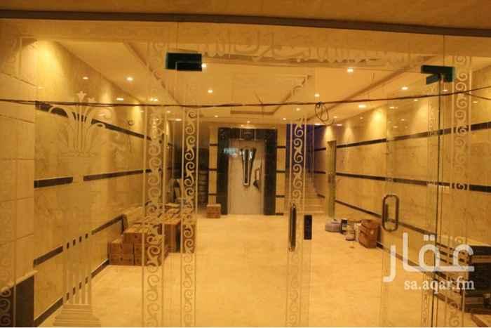 1227834 روف مكون من ٥ غرف و ٣ دورات مياة صاله كبيره و مطبخ المساحة ٢٥٠ مع السطح جديدة و التشطيب سوبر لوكس بمصعد و حارس