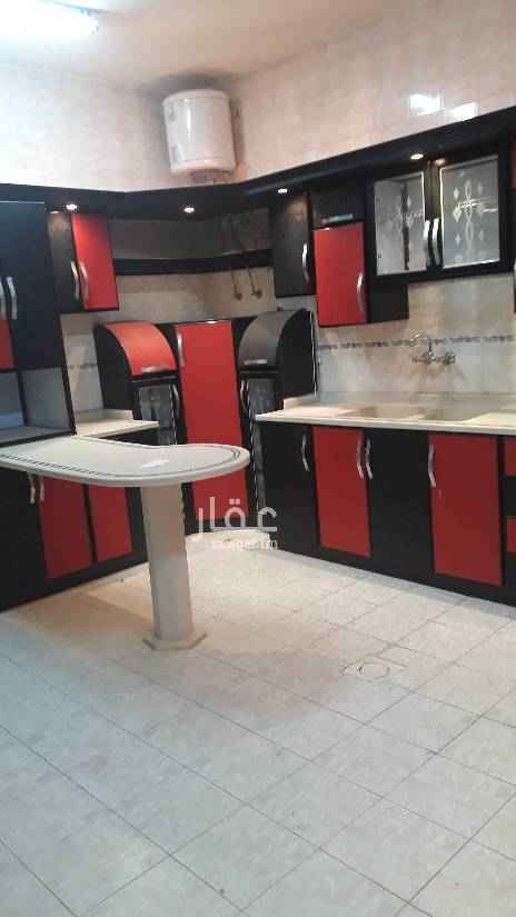 1496051 شقة في فيلا عوايل. ثلاث غرف بدون صاله وثلاث حمامات ومطبخ راكب بدون مكيفات دور اول. نظيفة ومساحة ممتازة السعر22 الف للتواصل 0583354729