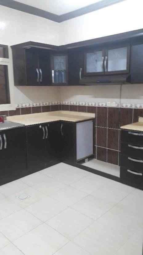1510695 شقة في فيلا اربع غرف وصاله وثلاث حمامات ومطبخ راكب بدون مكيفات معها سطح خاص السعر 24 الف للتواصل 0583354729