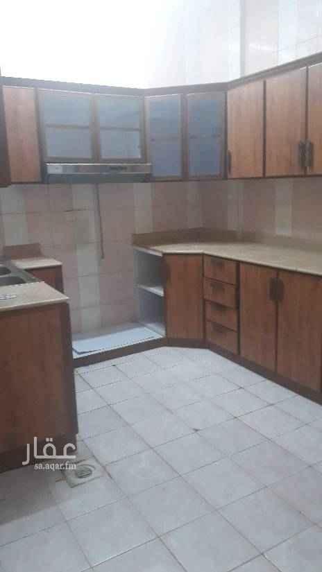 1512605 شقة عوايل مدخل خاص مع حوش صغير مكونه من غرفتين وصاله وحمام ومطبخ راكب مكيفات ومطبخ السعر 21 الف للتواصل 0583354729