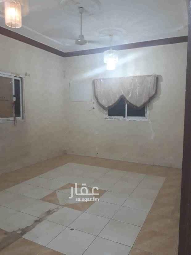 1676553 شقة عوايل. ثلاث غرف وصالة وحمامين ومطبخ. بدون  مكيفات  ومطبخ راكب  بيجددها المالك. السعر 20 الف للتواصل 0583354729